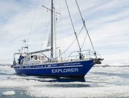 RISKERAR FASTNA. Ola Skinnarmos expedition genom Nordostpassagen har nått sin mest kritiska etapp. Fartyget riskerar att fastna i isen och i värsta fall tryckas sönder. Foto: Andreas Hylthen