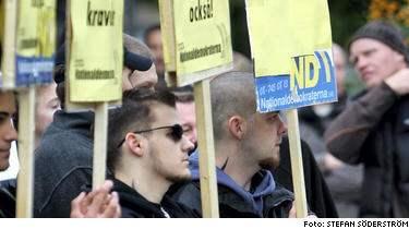 """När nationaldemokraterna demonstrerade i Södertälje för ett år sen hade de flesta plakaten samma tema: Det är invandrarna som är problemet. Marc Abramsson säger att """"det är viktigt att kulturerna inte blandas""""."""