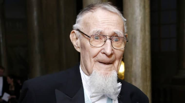 Ingvar Kamprad fyller 90 år och bjuder 13 000 Ikea-anställda på tårta. Foto: Patrik C Österberg All Over Pre / ALL OVER PRESS PATRIK C ÖSTERBE ALL OVER PRESS SWE