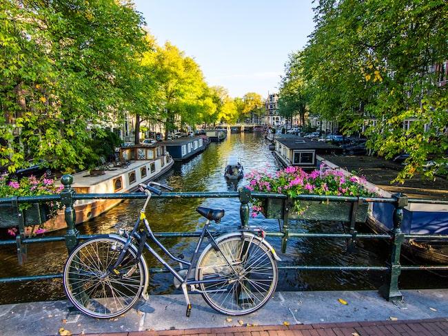 Det plockar även upp resenärer i Amsterdam.