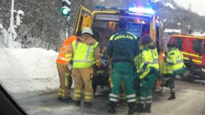 Två personer skadades i olyckan. Foto: Läsarbild/71717