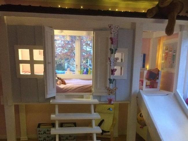 Pappa Gustaf har byggt ett eget hus till sin dotter som ville flytta hemifrån.