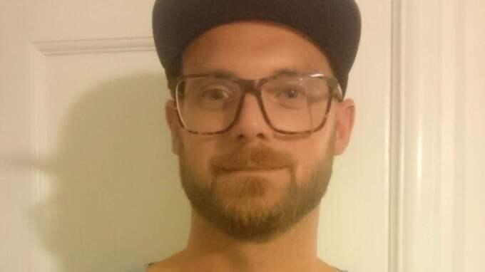 Andreas Wahlin, 35, fick en chock när en räv dök upp på golfbanan i Kungälv och snodde hans boll. Foto: Privat