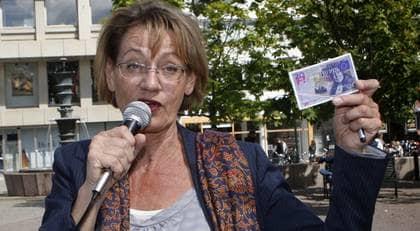 """FICK EN REJÄL SLANT. Gudrun Schymans Feministiskt initiativ fick dubbelt stöd av Benny Andersson: hans röst och en miljon kronor. """"Han erbjöd sig att hjälpa till."""" Foto: Tomas Leprince"""
