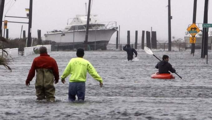 Vardagsmat. Scener som den här, från orkanen Sandys framfart i New York 2012, kommer att bli vanliga i framtiden. Foto: Jason Decrow