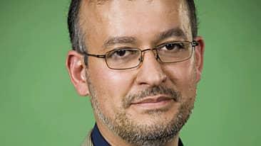 Mohammad Fazlhashemi är islamolog, han säger att donatorer ofta sätter agendan trots att de inte ska ha något inflytande Foto: SR/Arkiv