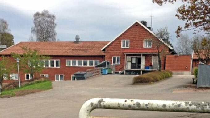 Klockan 10.20 på lördagsförmiddagen fick polisen information om att en man i 50-årsåldern och hans hund befann sig utanför ett boende för ensamkommande flyktingbarn i Vartofta strax utanför Falköping. Foto: Anders Axelsson/Västgöta-Tidningar
