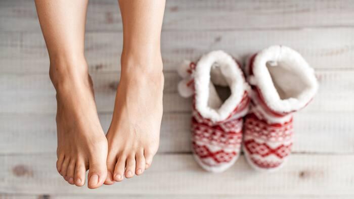 kalla händer och fötter symptom