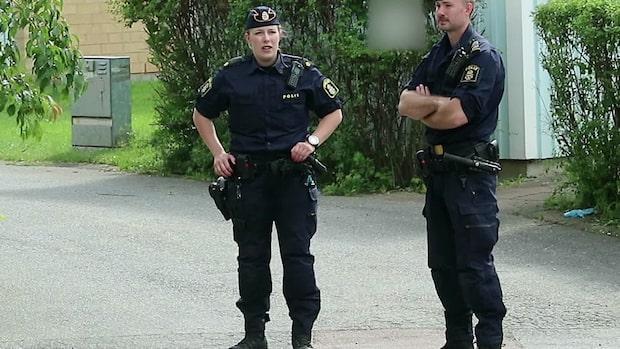 Polis knivhuggen efter bråk