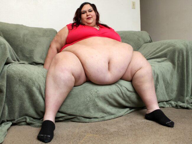 27-åringen drömmer om att bli så stor att hon inte kan röra sig. Hon väger redan över 300 kilo.