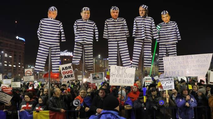 Protesterna i Rumänien har beskrivits som de största i landet sedan 1989. Foto: Vadim Ghirda / AP TT NYHETSBYRÅN