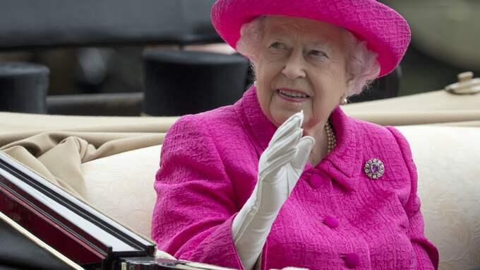 Läckan visar hur toppolitiker, världsartister, näringslivstoppar och privatpersoner genom olika upplägg undviker att betala skatt. En av dem är drottning Elizabeth. Foto: ALASTAIR GRANT / AP TT NYHETSBYRÅN