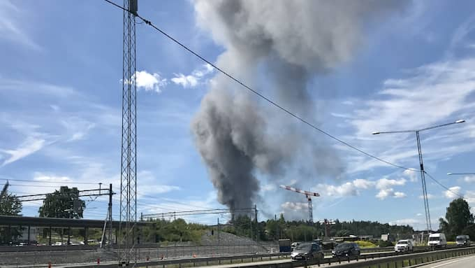 Området har utrymts, och inga personer har skadats i branden. Foto: Janne Åkesson