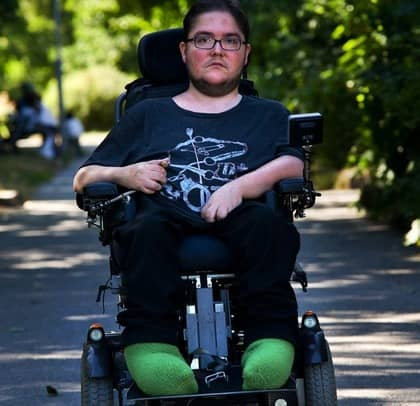 Efterlyser debatt. Adryan Linden efterlyser mer engagemang från politiker när det gäller de handikappades situation. Foto: Anna-Lena Mattsson