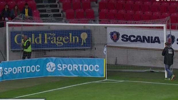 """Tvingas byta ut målet –mitt under match: """"Ser skevt ut"""""""