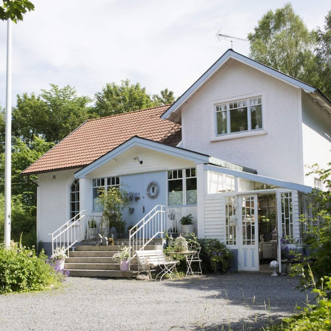 <span>Missionshuset fyller snart hundra år. Här bor Sofia, Michael och Sol.<br></span>