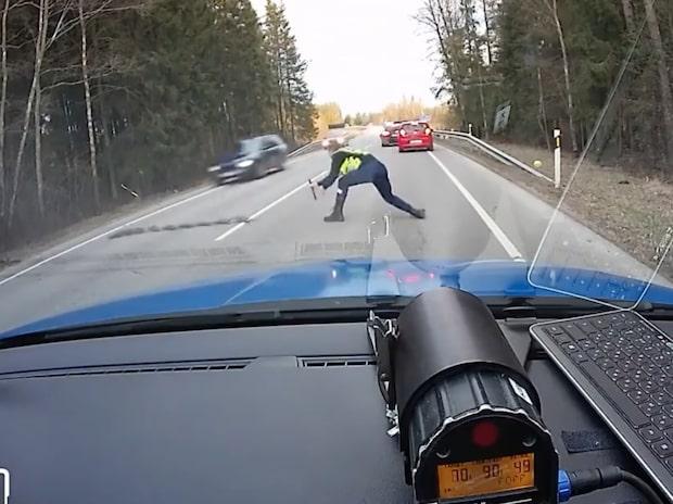 Polisens snygga manöver - rattfyllot har inte en chans