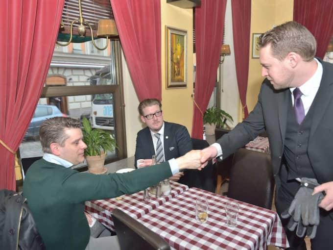 Här äter Marcus Birro lunch med SD-topparna Linus Bylund och Mattias Karlsson på en restaurang i Stockholm. Foto: Mikael Sjöberg
