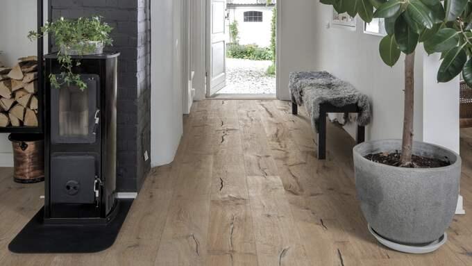 Rustikt plankgolv, Kinda, i ek från Kährs. Foto: Kährs