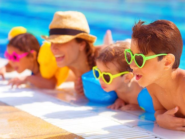 För många barnfamiljer är semester lika med sol och bad.