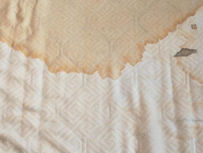 <span>Eeew! Ser din madrass ut så här var det längesedan dags att byta den.<br></span>