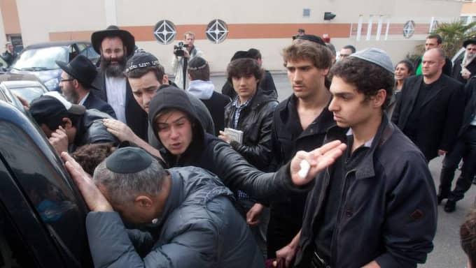 TOULOUSE, MARS 2012. En franskalgerisk attentatsman skjuter ner tre barn och en man utanför en judisk skola, Ozar Hatorah, i norra delen av Toulouse. Foto: Gilles Bouquillon