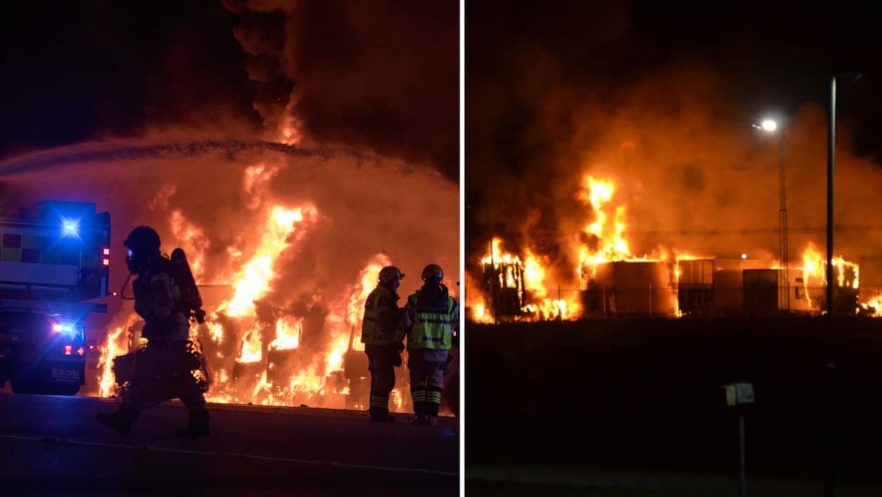 Minst nio lastbilar i brand vid icas lager