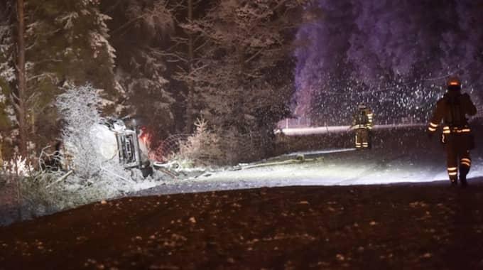 En lastbil med gasol hamnade i diket. Foto: Joakim Eriksson