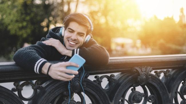 <span>Enligt dejtingappen Happn ökar dina chanser om du berättar var du bor, att du älskar att resa och att du är lång.</span>