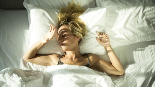 svettas i sömnen
