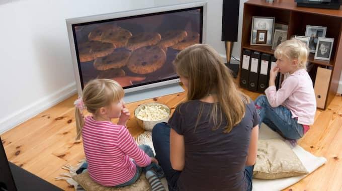 100 000 svenska hushåll kan tvingas byta ut sina tv-apparater eller köpa ny tv-box. Foto: Colourbox