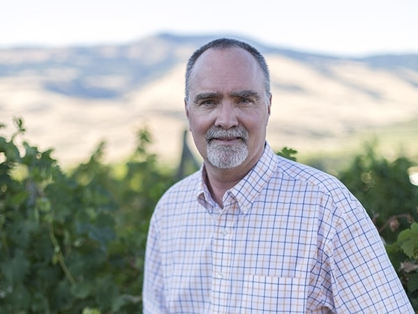 Greg Jones, professor i miljövetenskap och miljöpolitik på Southern Oregon University, har studerat ämnen kring druvodling under de senaste 30 åren.