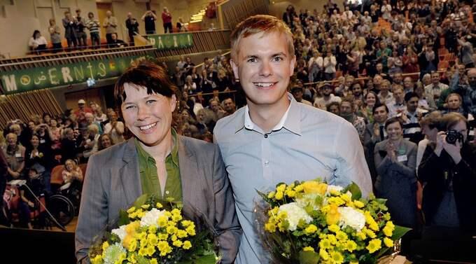Gustav Fridolin var självskriven för den manliga språkrörsposten och tog hem segern med 94,9 procent av rösterna. Det kvinnliga språkröret blev valberedningens förslag Åsa Romson Foto: Erik Mårtensson / Scanpix