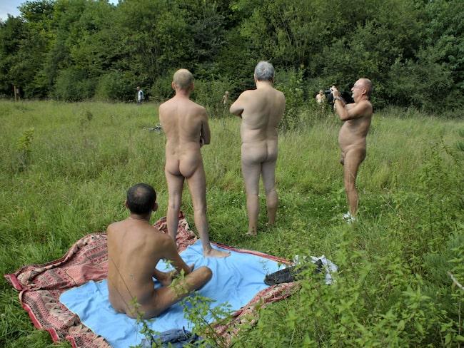 Nudistområdet ses som ett experiment och håller öppet klockan 08–19:30 fram till 15 oktober.