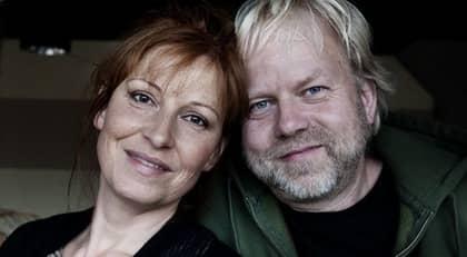 Peter Apelgren och Anna Mannheimer har varit gifta i tio år. Foto: Anna-Karin Nilsson