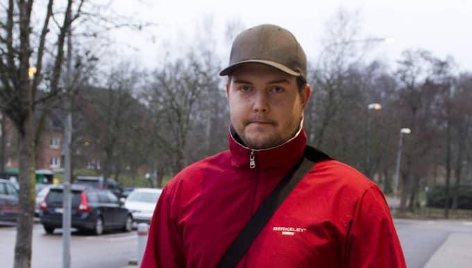 Mikael Ask, 24, Perstorp: - Det är förstås jättetråkigt, det är det alltid när individer behandlas olika på grund av deras ursprung. - Men annars har jag inte märkt att det finns några negativa attityder gentemot EU-migranter här i stan, jag tycker snarare att attityden är övervägande positiv. Foto: Rickard Nilsson