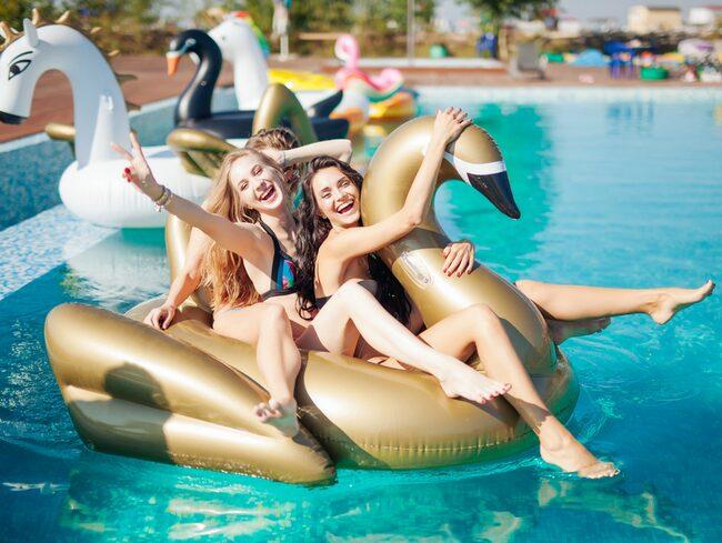 Har du ingen egen pool behöver du inte deppa, nu kan du hyra en pool per timme.