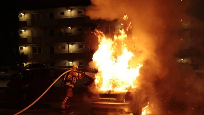 Bil som brinner i Husby (inte från helgens händelser). Foto: Jörgen Hildebrandt