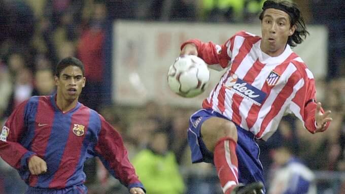 Michael Reiziger följer José Mari under en La Liga-match. Foto: DENIS DOYLE