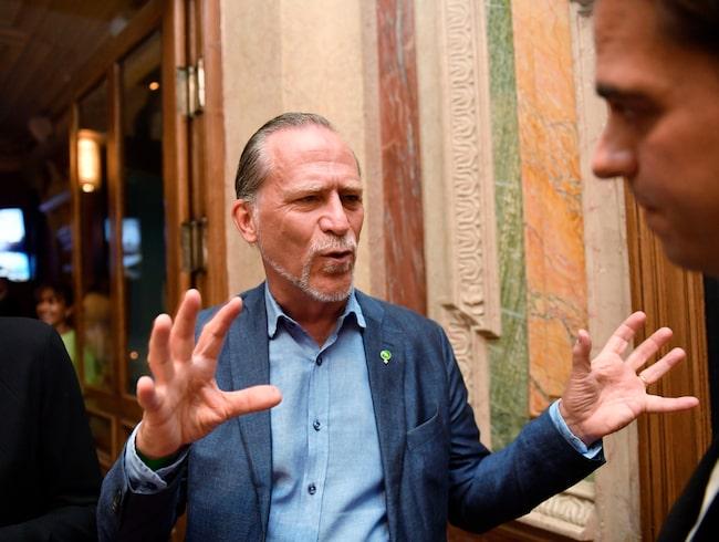 I Stockholm har Daniel Helldén drivit frågor om bättre cykelmöjligheter, höjda p-böter och miljözoner hårt.