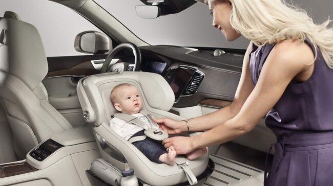 Till att börja med lanseras den lyxiga bilbarnstolen till Volvos extra lyxiga XC90 – Excellence.