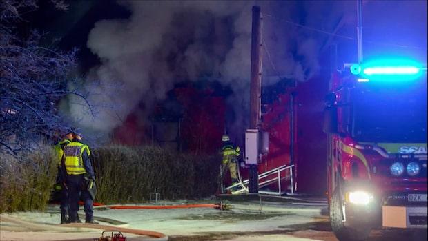 En person hittad död i villabrand