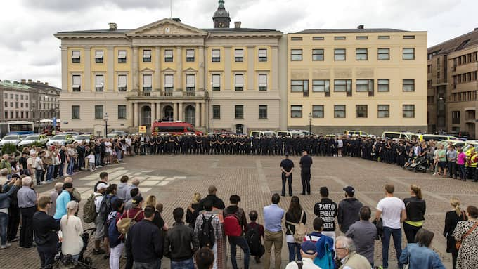 Polismannens minne hedrades under en minnescermoni i Göteborg. Foto: HENRIK JANSSON / GT/EXPRESSEN