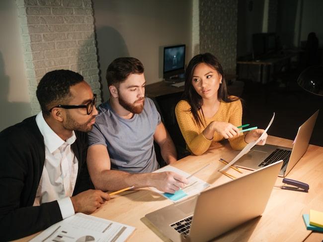 Det finns en koppling mellan långa arbetstider och ökad risk att drabbas av förmakslimmer, enligt en studie gjord vid University College London.