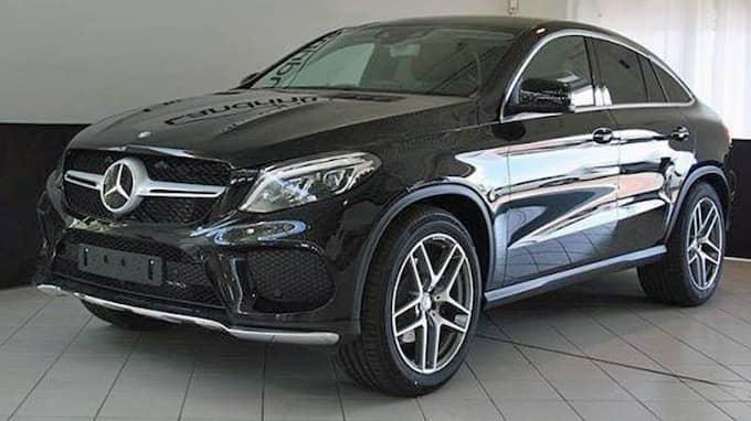 En svart Mercedes Benz GLE 350 D Coupe stals natten mellan den 22 och 23 november i norra Helsingborg. Bilen är värd cirka 750 000 kronor. Den är en av tre lyxbilar i Skåne som stals på två dygn. Bilarna är värda sammanlagt 2,2 miljoner kronor. Foto: Polisen