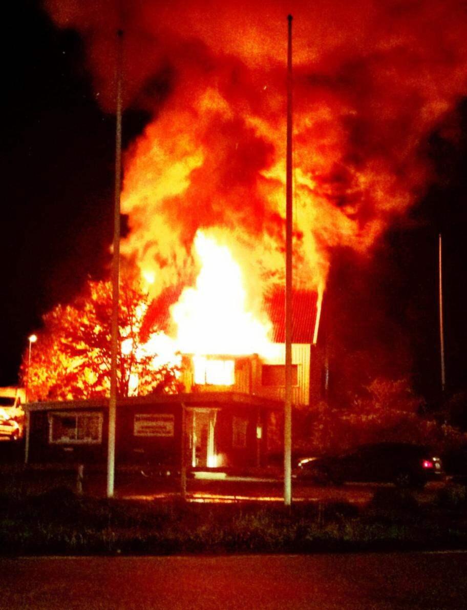 Kraftig brand i villa pa orust