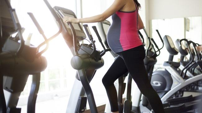 <span>Att träna under graviditeten är ett jättebra sätt att förebereda sig inför förslossning och småbarnstid. Här avlivar vi 5 vanliga myter.</span>