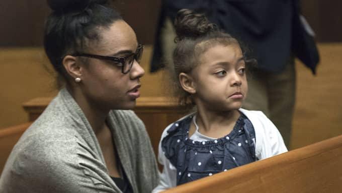 Hernandez änka Shayanna Jenkins-Hernandez och parets fyraåriga dotter Avielle. Foto: KEITH BEDFORD