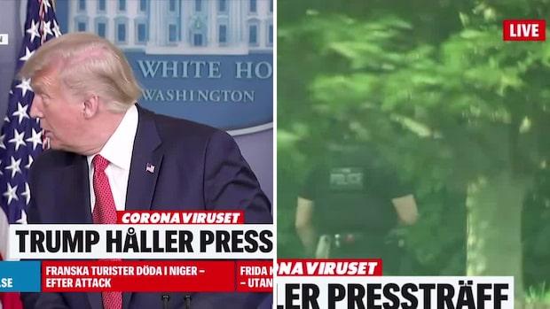 Här får Trump veta att någon skjutits utanför