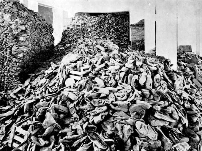 VARNING FÖR STARKA BILDER. Nazisterna tog till vara allt från sina offer. Kläder, skor – till och med hår. Foto: OKÄND